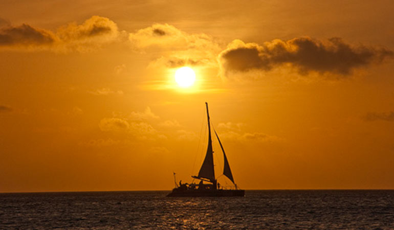 costa-rica-honeymoon-packages-romantic-sunset-cruise